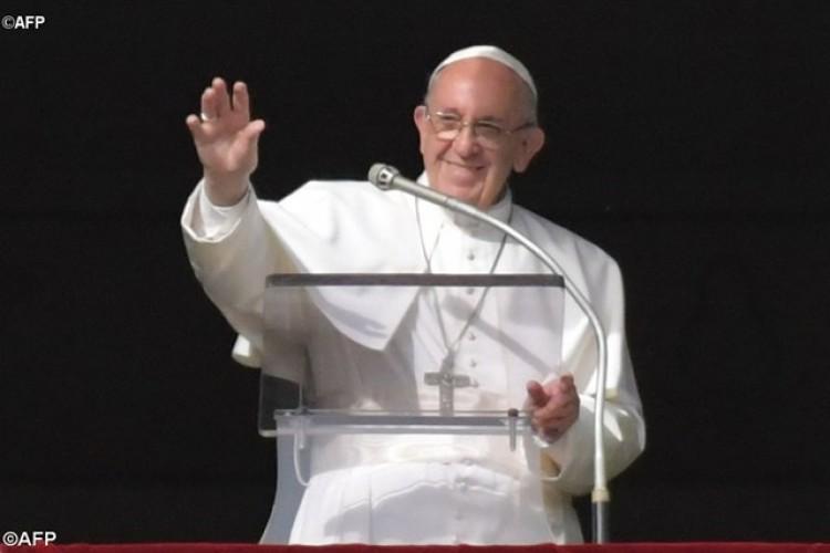 """Papa: """"Seremos julgados pelo amor e o serviço que prestamos"""""""