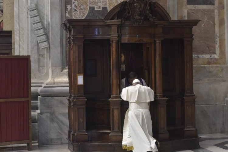 Papa Francisco: a confissão é a passagem da miséria à misericórdia