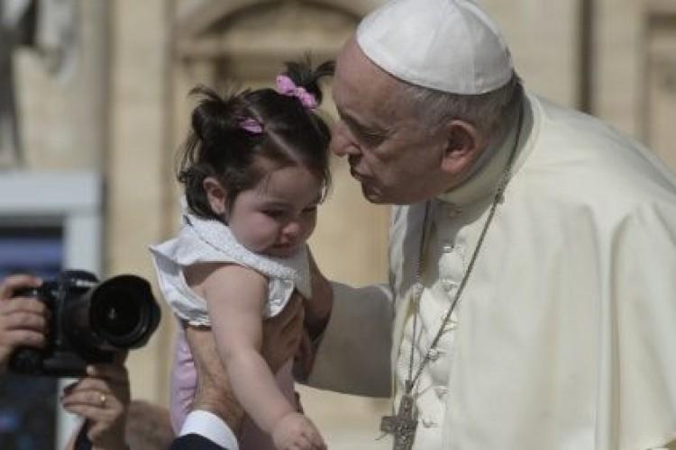 Papa: não estamos sós na luta contra o mal