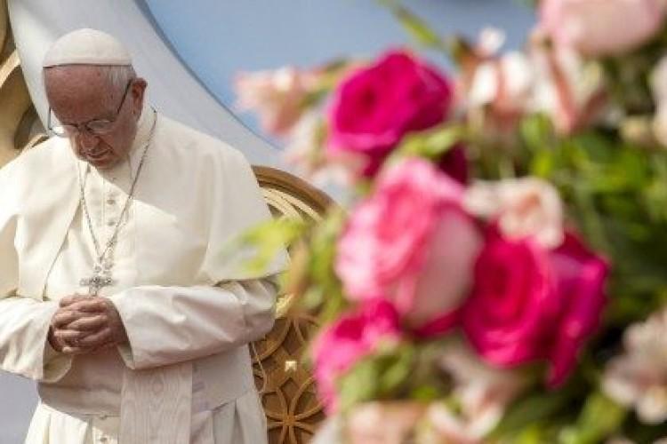 Papa: rezar por uma economia de inclusão