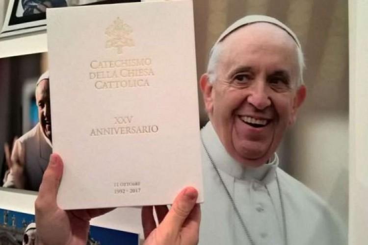 Vaticano publica nova edição do Catecismo da Igreja Católica