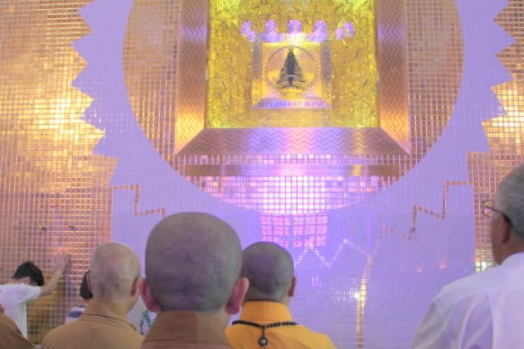 Monjas budistas se encantam com a Casa da Mãe Aparecida