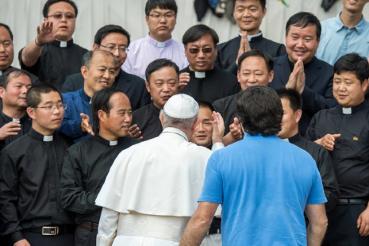 A Eucaristia nos educa à prática da justiça e da misericórdia, diz Papa