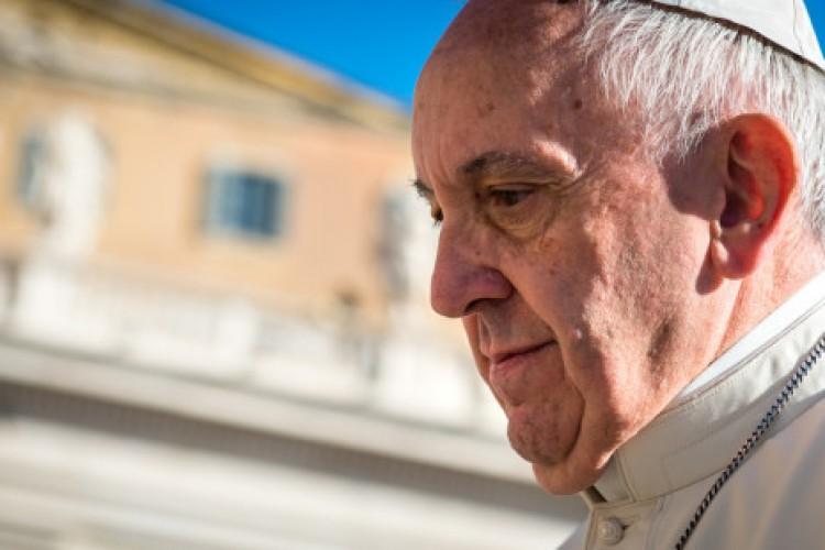 Papa condena eliminação das referências a Jesus no Natal