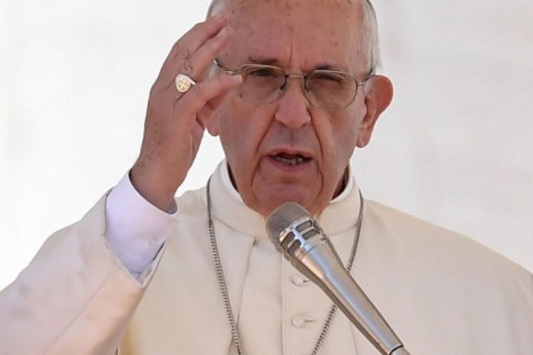 'Guerra nunca mais!', clama o Papa no Dia de Finados