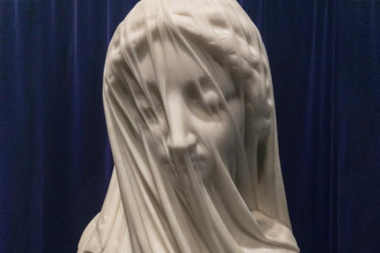 Extraordinária: você acredita que até o véu desta escultura é de mármore?